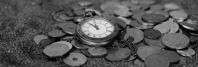 kapesní hodinky na mincích