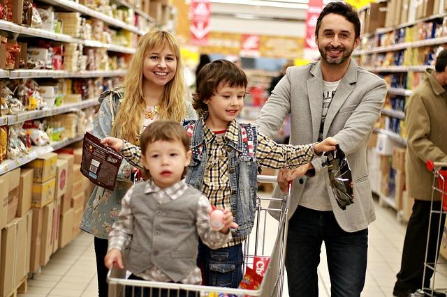 rodina v nákupním centru
